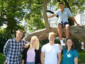 Studenti v parku na Moravském náměstí v Brně.